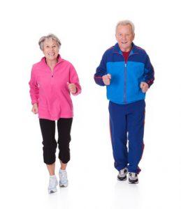 Joggande äldre par